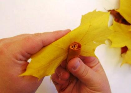 Розочки из кленовых листьев